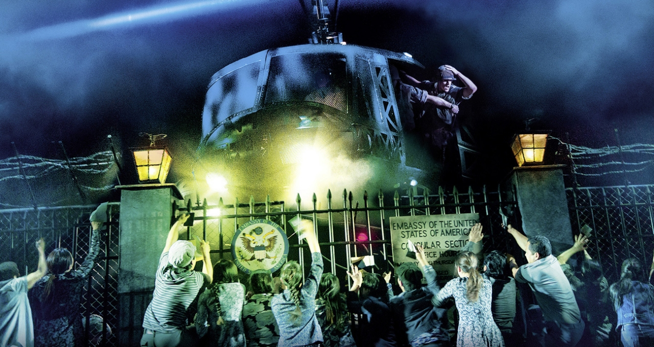 MISS SAIGON Szenenfoto UK 010 ©Photo Cameron Mackintosh